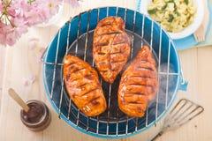 甜气味强烈的烤肉鸡胸脯 免版税库存照片