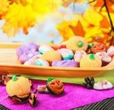 甜点和糖果为假日万圣夜 免版税库存图片