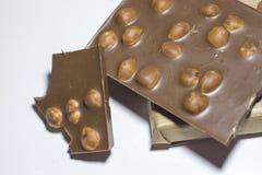 甜点特写镜头,与坚果的巧克力在白色背景 免版税库存图片