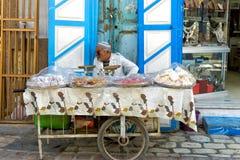 甜点的摊贩在凯鲁万,突尼斯 免版税库存照片