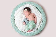 甜点睡觉的新出生的婴孩 库存照片