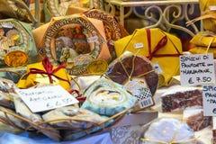 甜点结块与价格在商店 库存图片