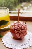 甜焦糖苹果和顶部 库存图片