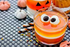 甜玉米果冻用蛋白软糖注视-乐趣食物万圣夜reci 免版税库存照片