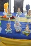 甜玩具熊和婴孩生日聚会 免版税库存图片