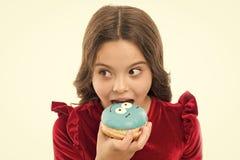 甜生活 有多纳特的小孩子 健康吃和节食 ?? r 孩子时尚和秀丽 小女孩 免版税库存照片