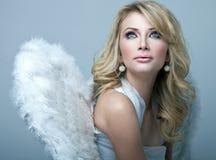 甜白肤金发的天使 免版税库存照片