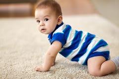 甜矮小的亚裔男婴 免版税库存照片