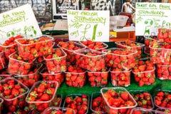 甜英国草莓标志 库存照片