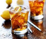 甜茶用柠檬和冰 免版税库存图片