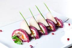 甜菜和鲱鱼沙拉 免版税库存图片