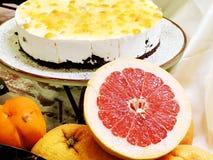甜蛋糕和点心用葡萄柚,可口开胃菜党的 免版税库存图片