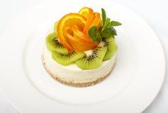 甜蛋糕用在白色隔绝的果子 库存图片