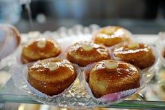 甜那不勒斯的酥皮点心酵母酒蛋糕 免版税图库摄影