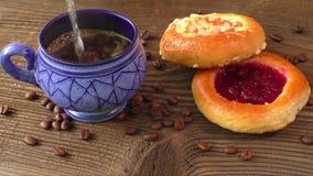甜酥皮点心用果子果酱服务用热的咖啡 影视素材