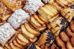 甜酥皮点心,油酥点心用搽粉的糖,与松果,当果酱由泰国南瓜被做, 免版税库存照片