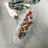 甜酥脆茄子用花生和葡萄柚 库存照片