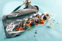 甜酥脆茄子用花生和葡萄柚 库存图片