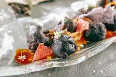 甜酥脆茄子用花生和葡萄柚 免版税库存照片