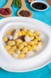 甜银杏树坚果服务用在糖浆点心菜单的芋头 免版税图库摄影