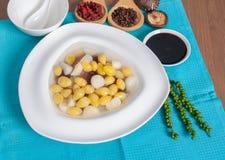 甜银杏树坚果服务用在糖浆点心菜单的芋头 库存照片