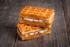 甜鲜美维也纳奶蛋烘饼 早餐点心 库存照片