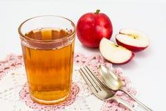 甜鲜美维生素苹果汁 免版税库存照片