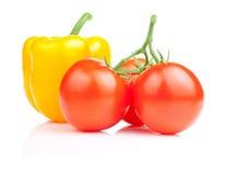 甜黄色喇叭花胡椒和三蕃茄  免版税库存照片
