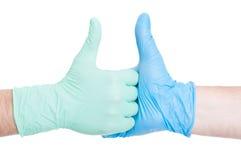 医生与姿态的手震动 免版税库存图片