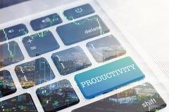 生产力:绿色按钮键盘计算机 免版税库存图片