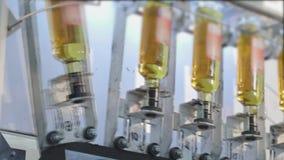 生产和装瓶的生产线碳酸化合的饮料 矿泉水的生产的工厂和 影视素材