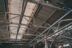 生产屋子的天花板在工厂 库存照片