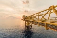 生产油和煤气的近海建筑平台 近海处油和煤气船具 免版税库存照片