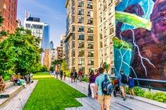 生产线上限公园在曼哈顿纽约 都市公园由本机和游人是普遍的 免版税图库摄影