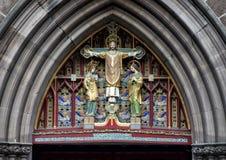 生动了描述`基督特写镜头视图在雄伟`的,在圣马克` s主教制度的教会上的前门,费城,宾夕法尼亚 免版税库存图片