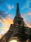 生动的日落云彩突出艾菲尔铁塔,巴黎,法国 库存图片