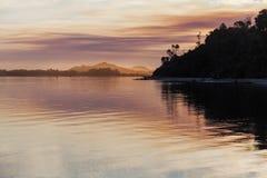 生动的日落,斯诺伊河出海口,维多利亚,澳大利亚 图库摄影