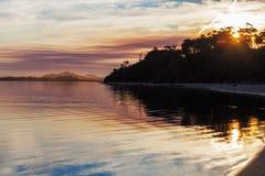 生动的日落,斯诺伊河出海口,维多利亚,澳大利亚 免版税库存照片