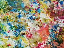 生动的淡色金子察觉背景,闪耀的泥泞的蜡状的油漆,对比在淡色颜色的形状背景 免版税图库摄影