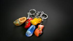 生动的荷兰穿上鞋子Keychain 库存照片