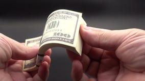 生叶通过堆钞票 股票视频