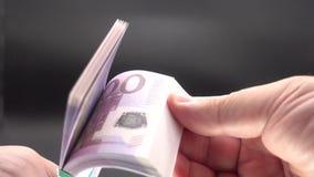 生叶通过堆钞票 股票录像