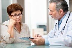 医生和患者 免版税库存照片