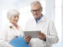 医生和护士 免版税库存图片