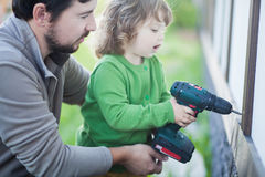 生和他的有钻子的小女儿,户外 库存图片