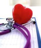 医生在您的桌面3D上的听诊器心脏 免版税图库摄影