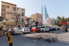 生存房子和巴林世界贸易中心在麦纳麦 免版税库存照片