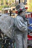 生存雕塑 在街道上的娱乐 免版税库存照片