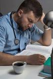医生学习参考书 免版税图库摄影