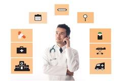 医生工作和用途智能手机 库存图片